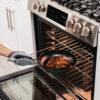 R_C30026_InUse_Pan_Oven_Steak_Mitt